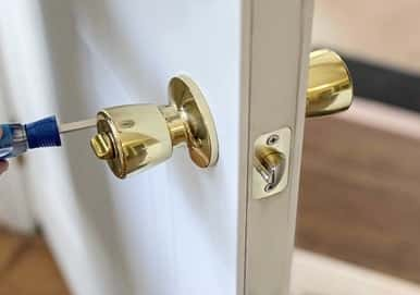 fixing-doorknob